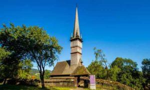 singurele-biserici-de-lemn-unesco-neelectrificate-din-lume-se-afla-in-maramures